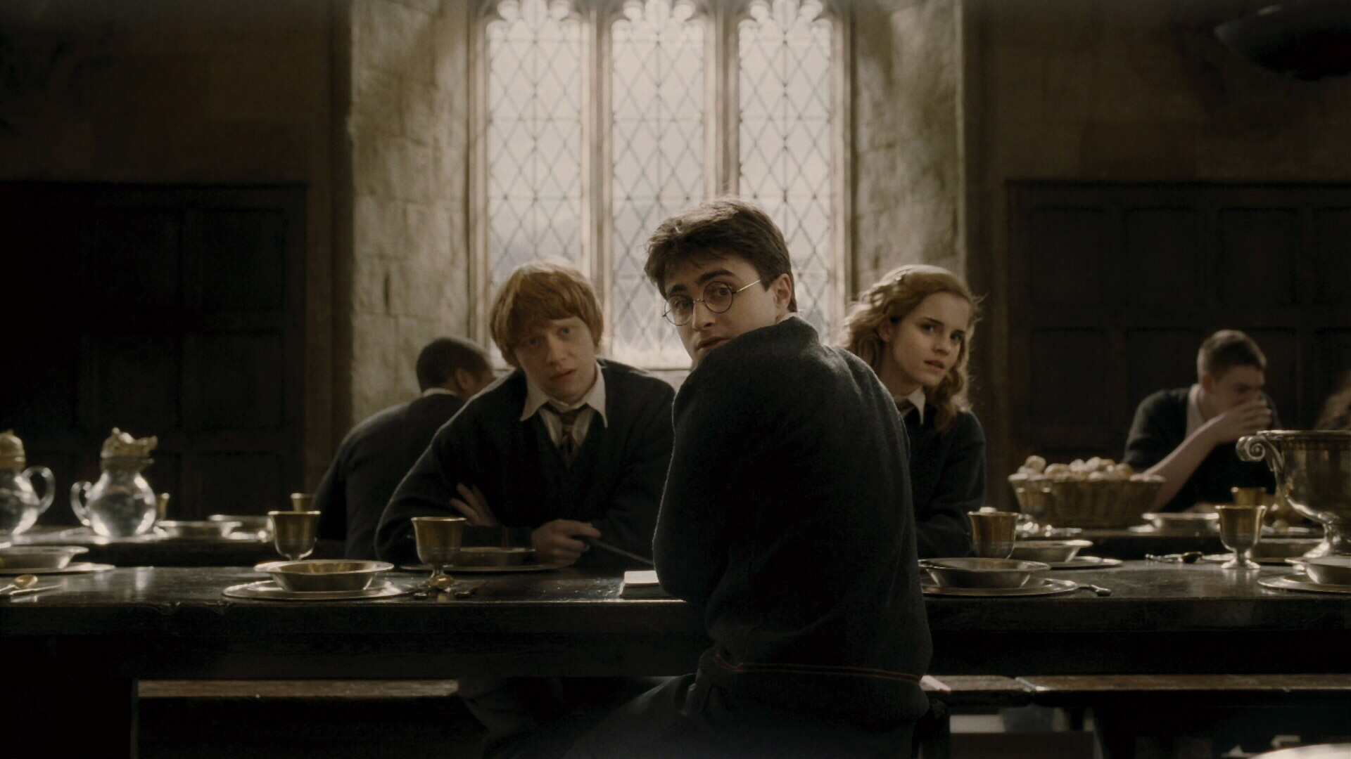 A amizade de Harry Potter (Daniel Radcliffe), Hermione Granger (Emma Watson) e Rony Weasley (Rupert Grint) encantou o mundo, assim como as suas aventuras para derrotar o bruxo das trevas Voldemort