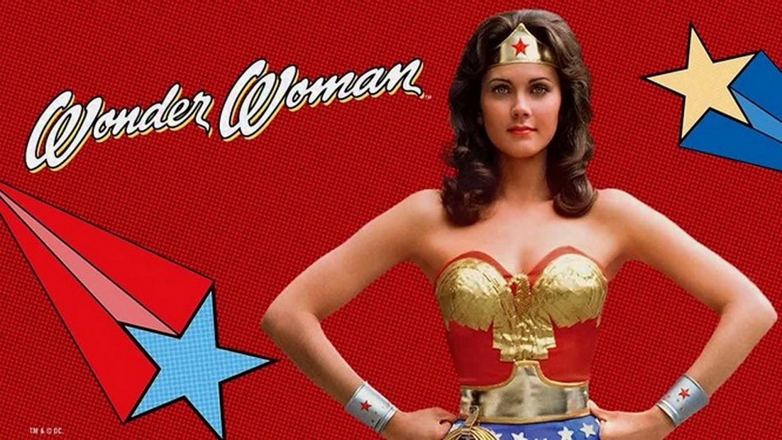 """Trajando o icônico uniforme, """"Wonder Woman"""" estreou na televisão em 1975"""