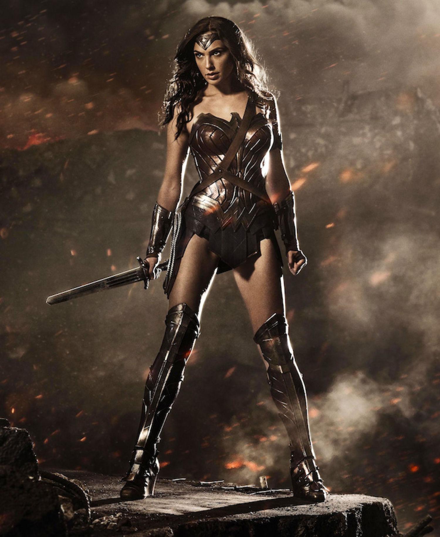 """A primeira foto divulgada de Gal Gadot como Diana, para """"Batman vs Superman: A Origem da Justiça"""""""