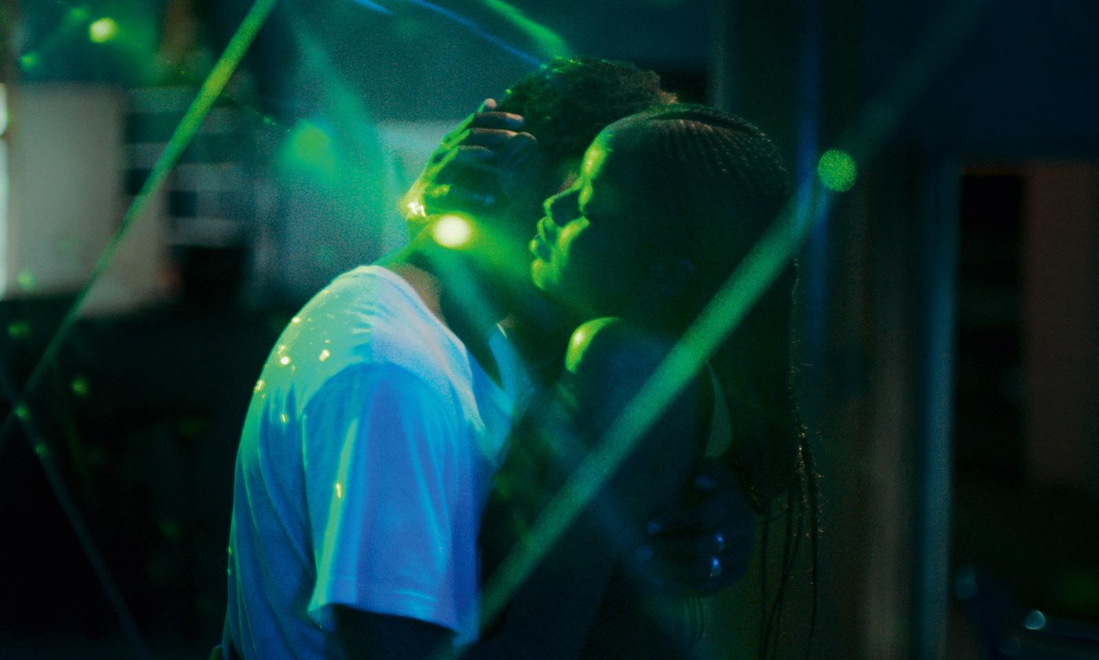 Os Fantasmas Sociais De Um Amor Senegales
